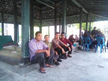 Lurah beserta Pamong Desa Jagalan Takziah ke Almarhum Bp. Harbito Warto Wardoyo